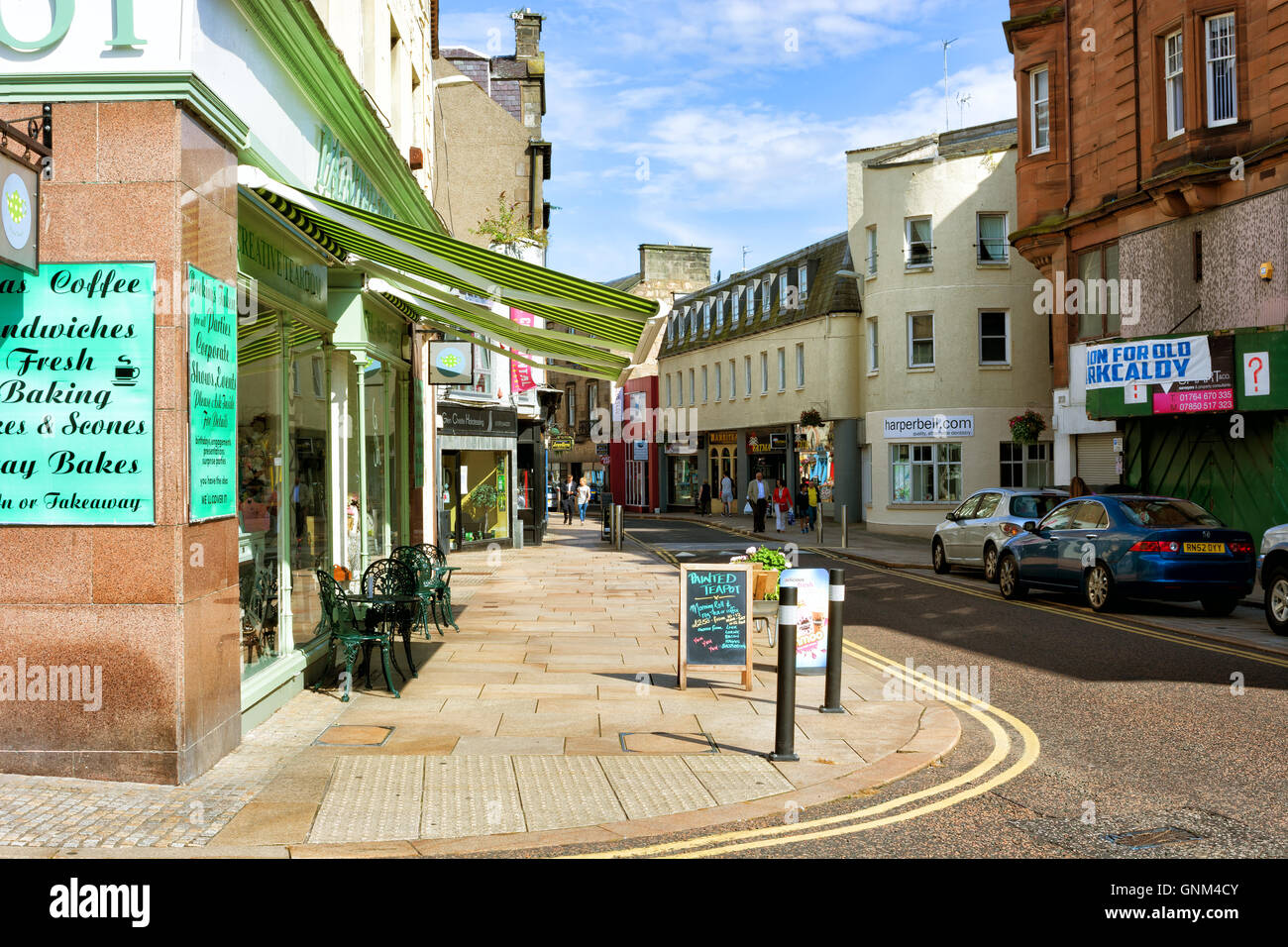 KIRKCALDY, SCOTLAND/UK – AUGUST 27, 2016: View of High Street shops and cafes in Kirkcaldy on August 27, 2016. - Stock Image