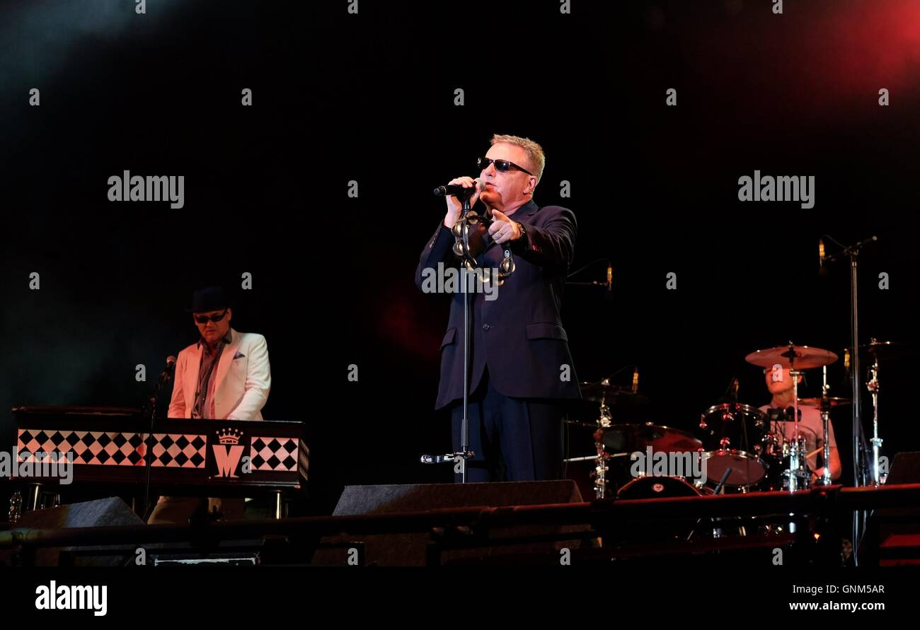 Fairport's Cropredy Convention, Banbury,  11th August 2016, UK, Madness with lead singer Suggs live at Cropredy - Stock Image