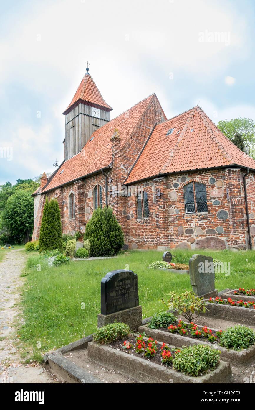26.05.2016, Middelhagen, Mecklenburg-Vorpommern, Deutschland - Die St.-Katharinen-Kirche in der Gemeinde Middelhagen Stock Photo