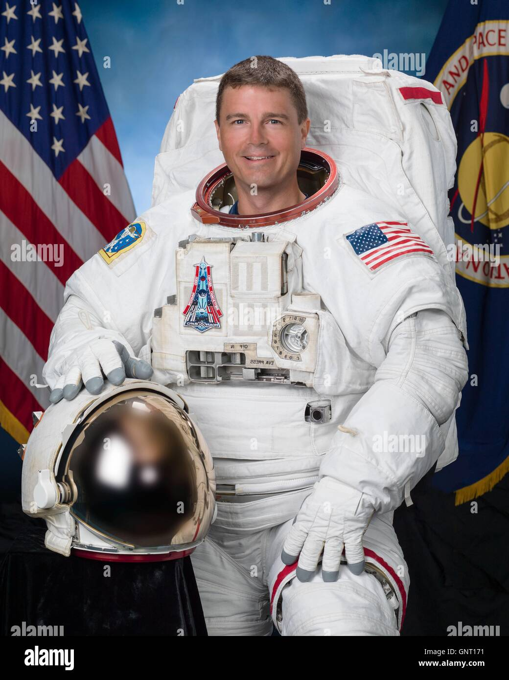 an astronaut in his space suit and with a propulsion - photo #15