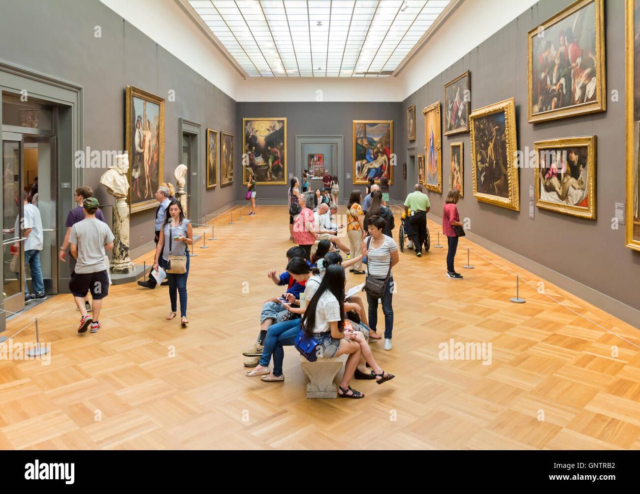 Visitors viewing artwork in the MOMA - the Metropolitan Museum of Art, Manhattan, New York City. - Stock Image