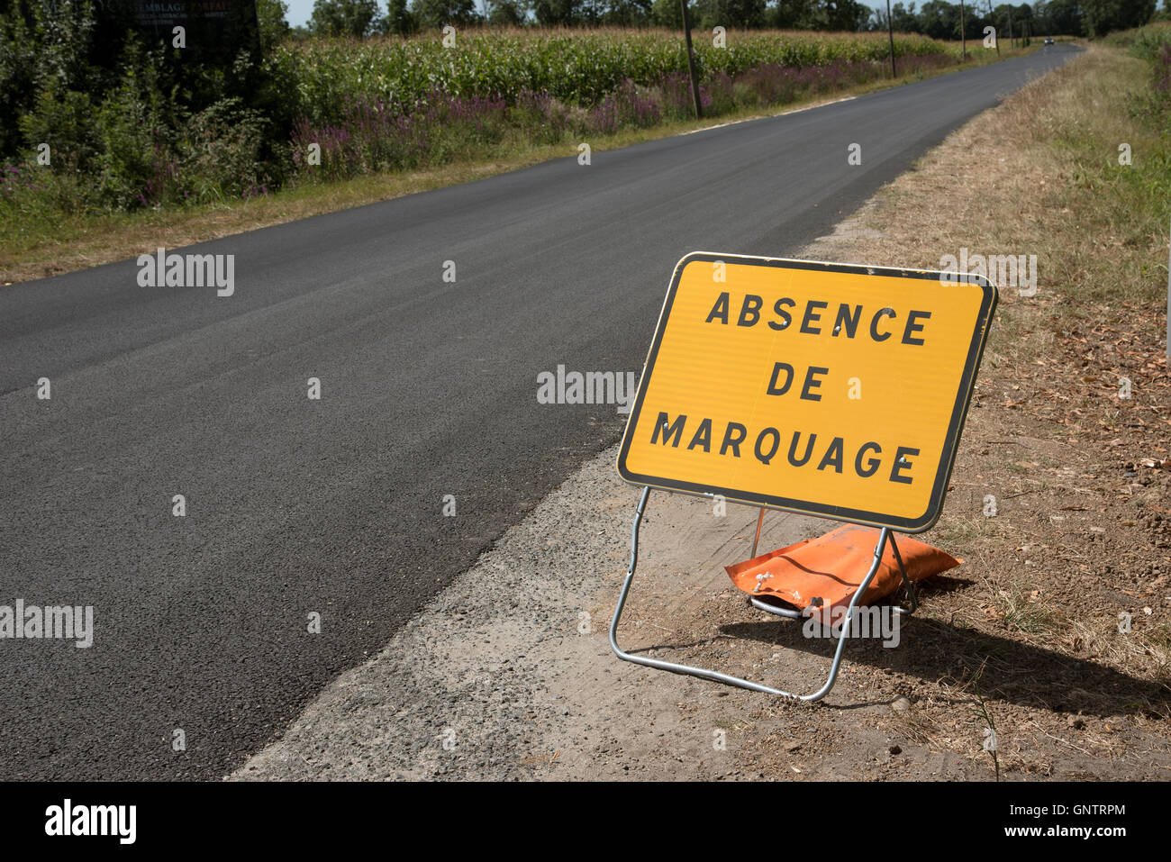 Medoc Bordeaux France - Roadside sign advising motorists there are no road markings - Stock Image