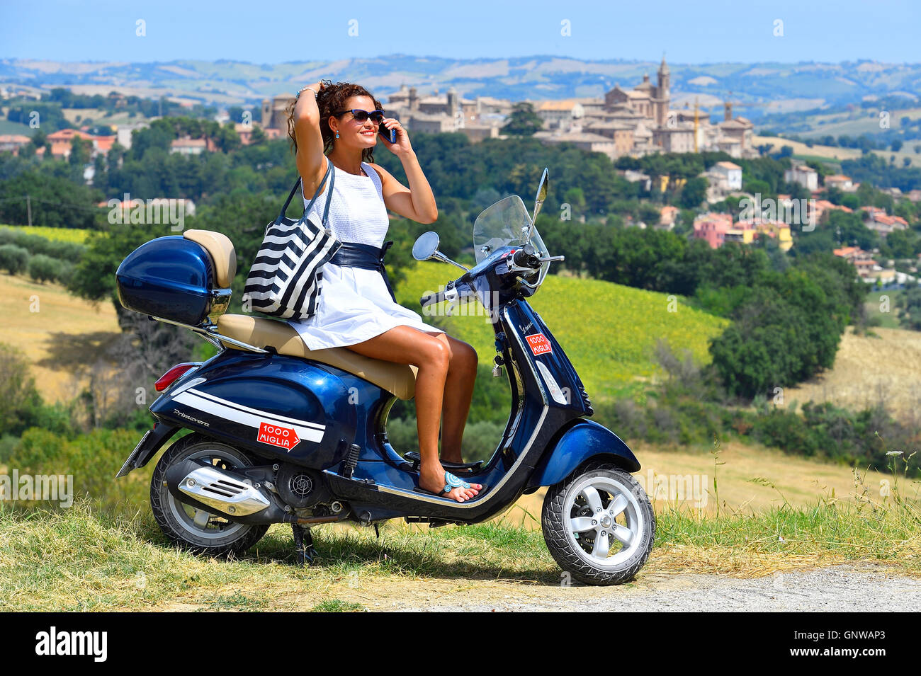 Woman Girl Scooter Motorbike Vespa Primavera 125ccm