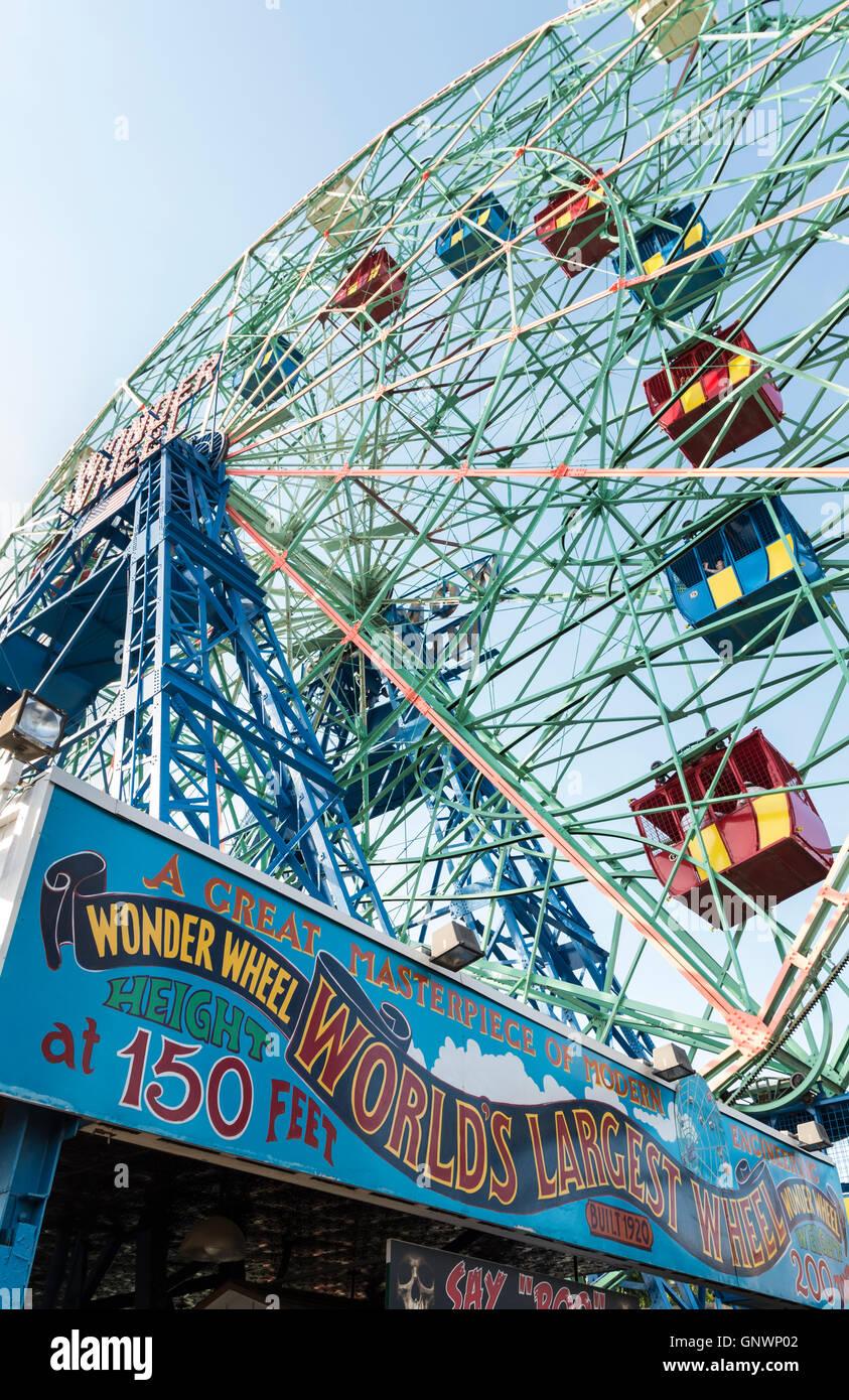 Wonder Wheel ferris wheel at Luna Park fairground and amusement park in Coney Island, New York. - Stock Image