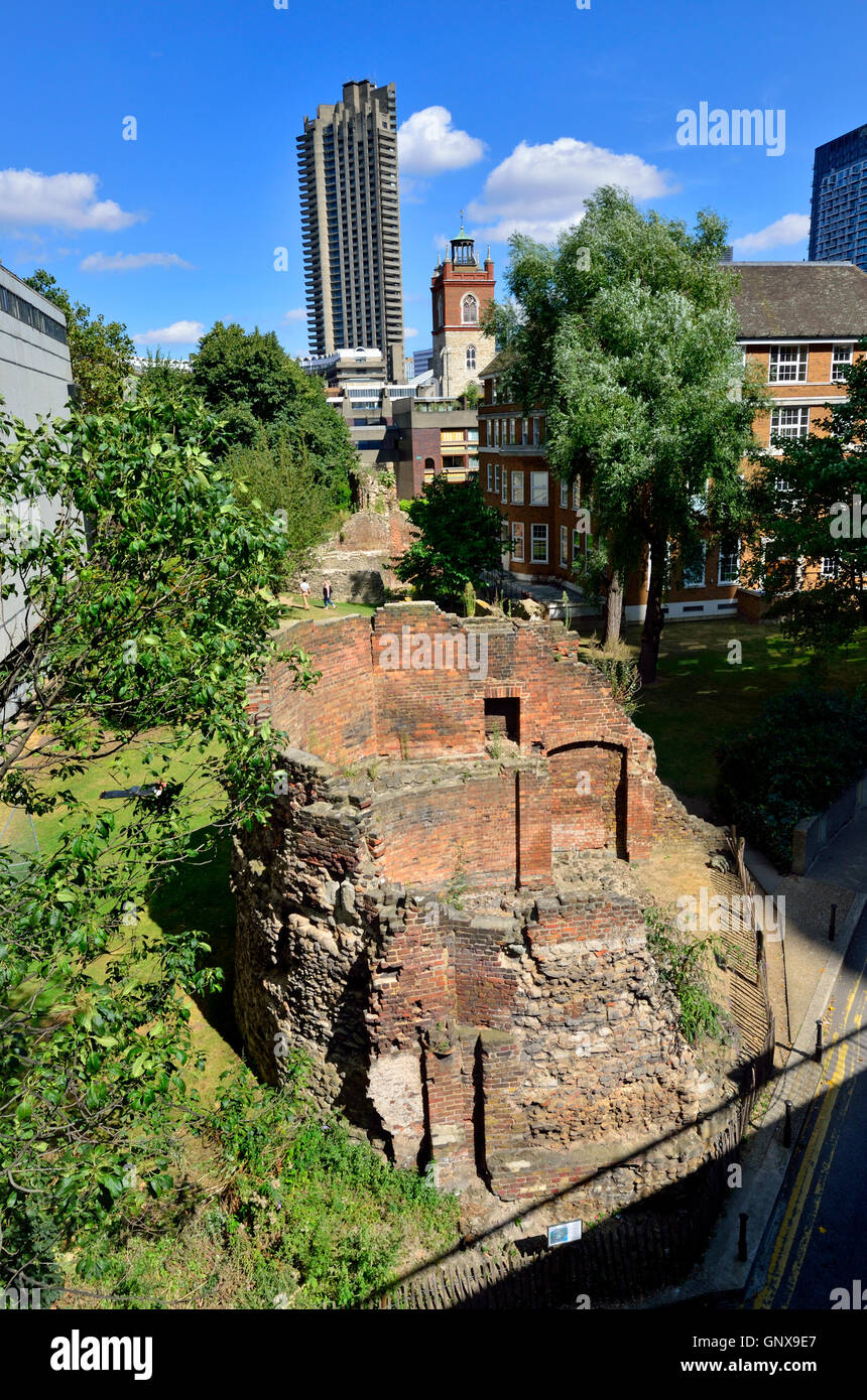 London, England, UK. Ruins of the ancient London Wall - Museum of London Tower (Barbican Centre in the background) - Stock Image