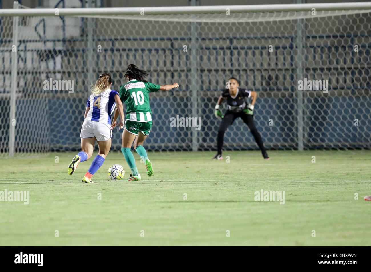 MANAUS, AM - 31.08.2016: IRANDUBA AM X SÃO RAIMUNDO RR - Mariana drives the ball to attack during match between - Stock Image