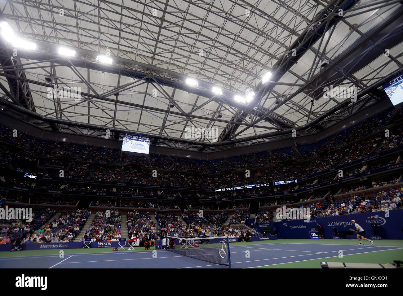 New York, USA. 1st Sep, 2016. Andy Murray of Great Britain plays under the closed roof at Arthur Ashe Stadium during - Stock Image