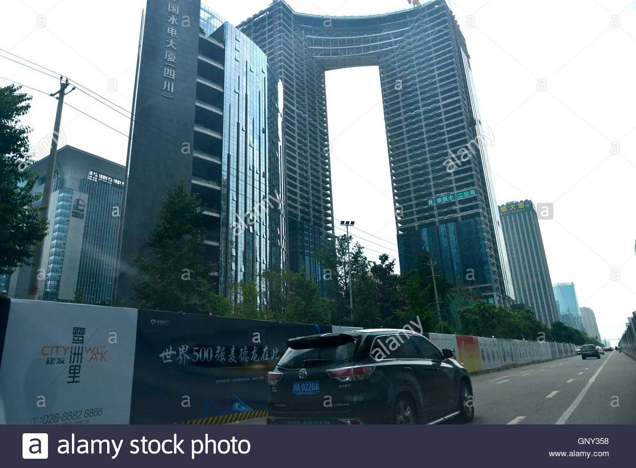 Netizens found a completely flat building in Singapore 4
