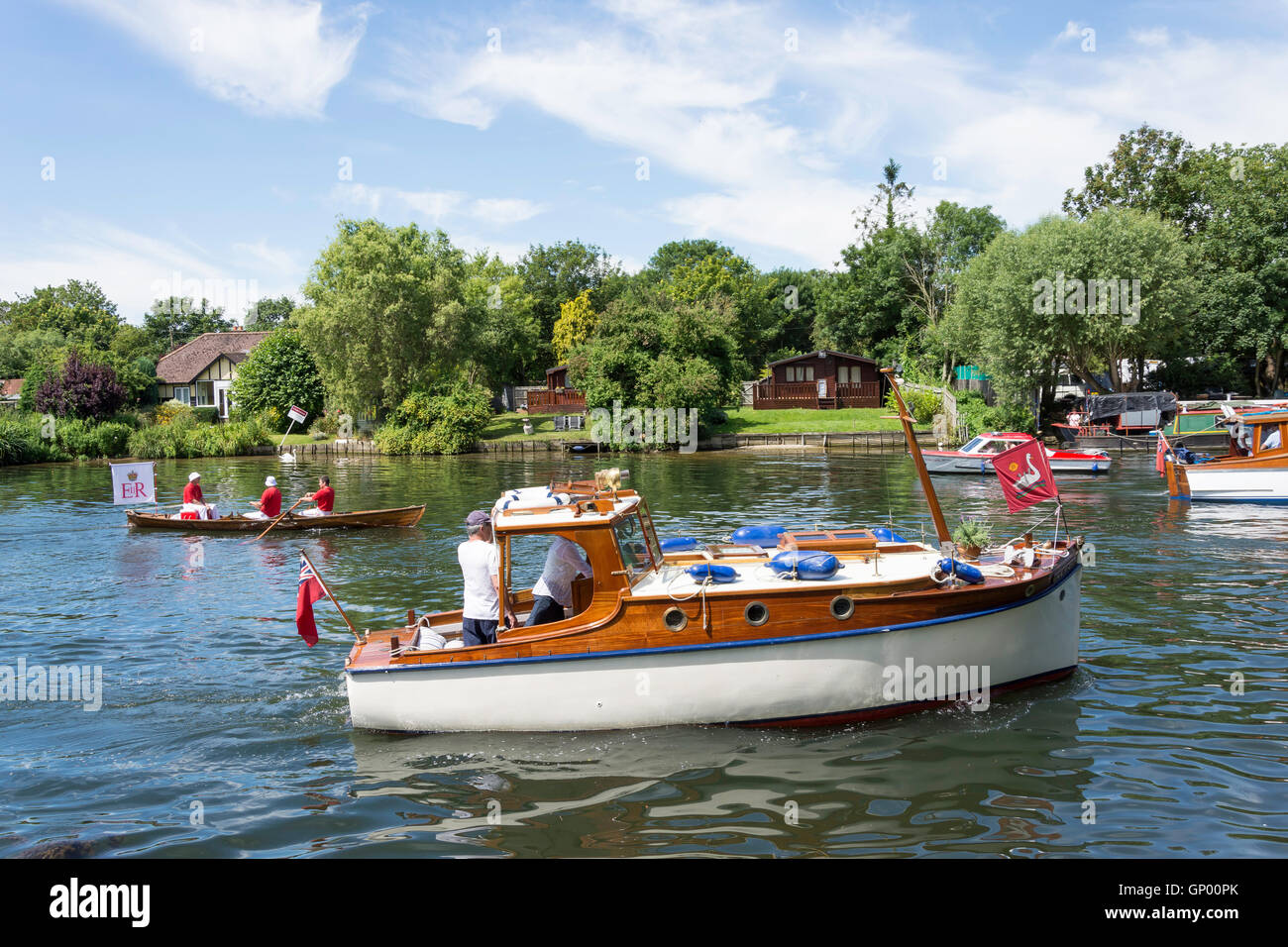 Swan Upping boat and skiff on Thames River at Lalham Reach, Laleham, Surrey, England, United Kingdom - Stock Image