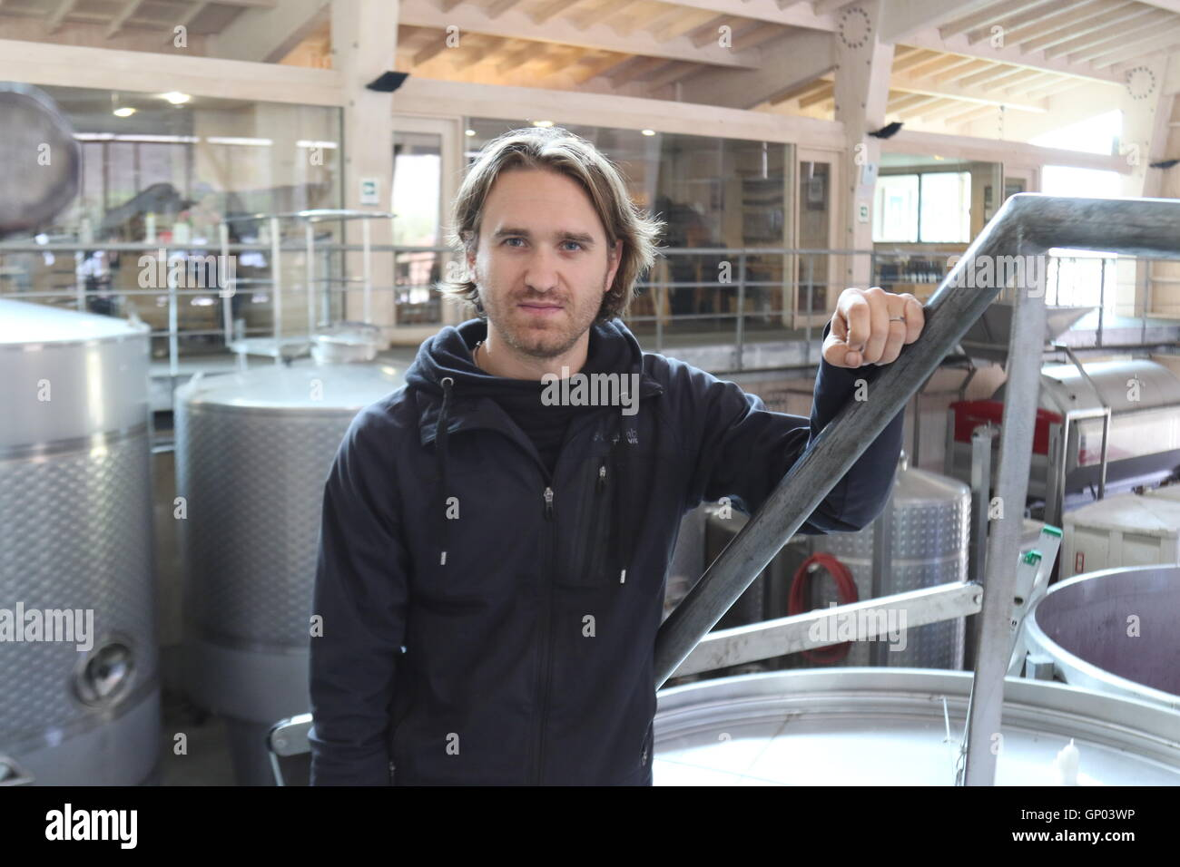 WInemaker Amael Orrego at the winery of Kingston Vineyards, Casablanca Valley, Valparaiso, Chile - Stock Image