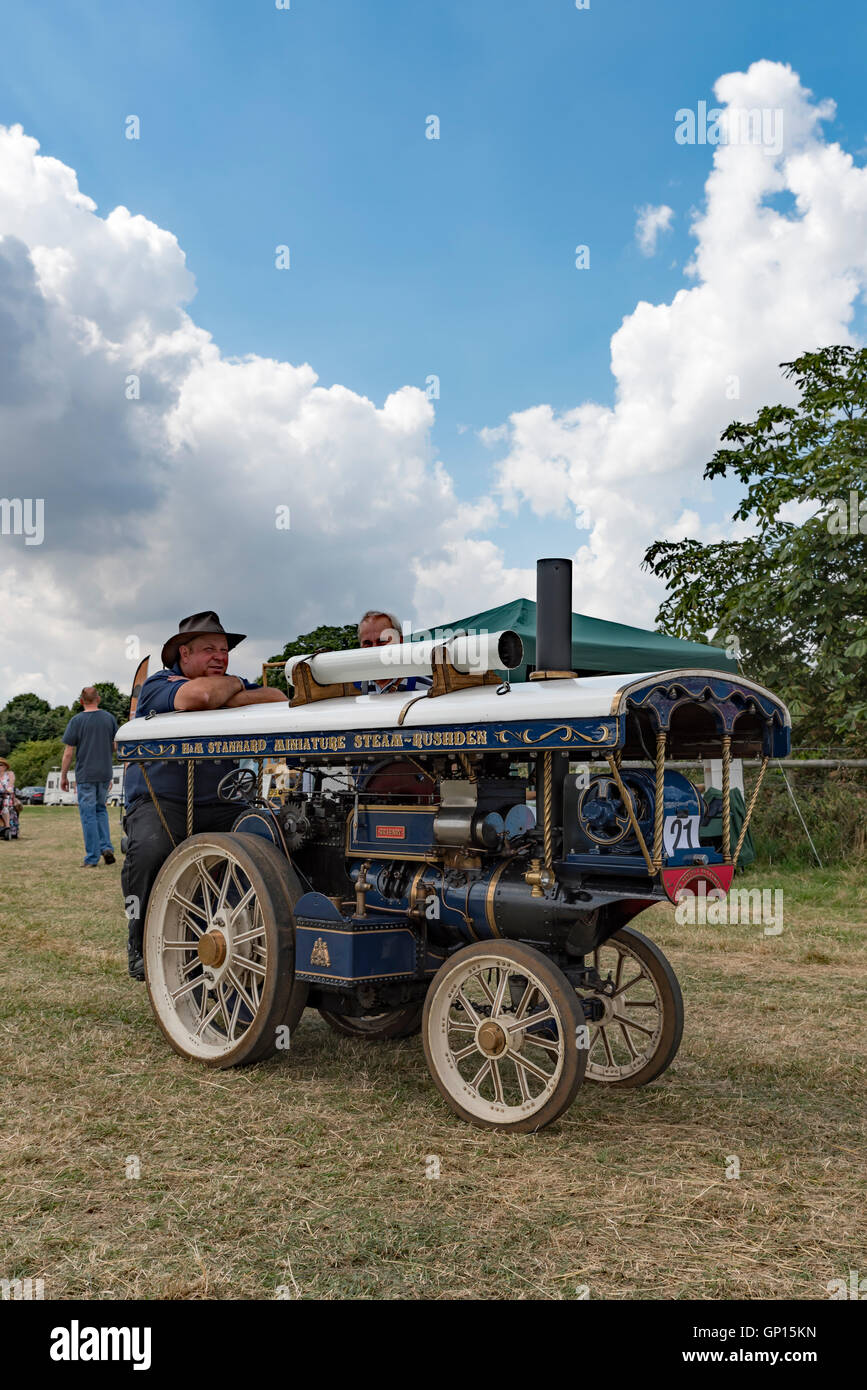 Miniature Sir Henry showman\'s steam traction engine working model at ...