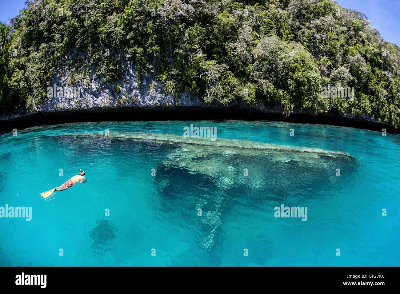 Shallow Shipwreck in Lagoon, Micronesia, Palau - Stock Image