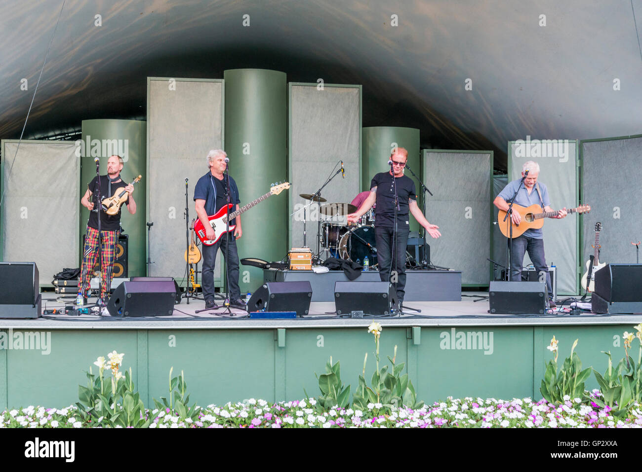 British Folk Rock group Oysterband performs at Butchart Gardens, Brentwood Bay, Greater Victoria, British Columbia, - Stock Image