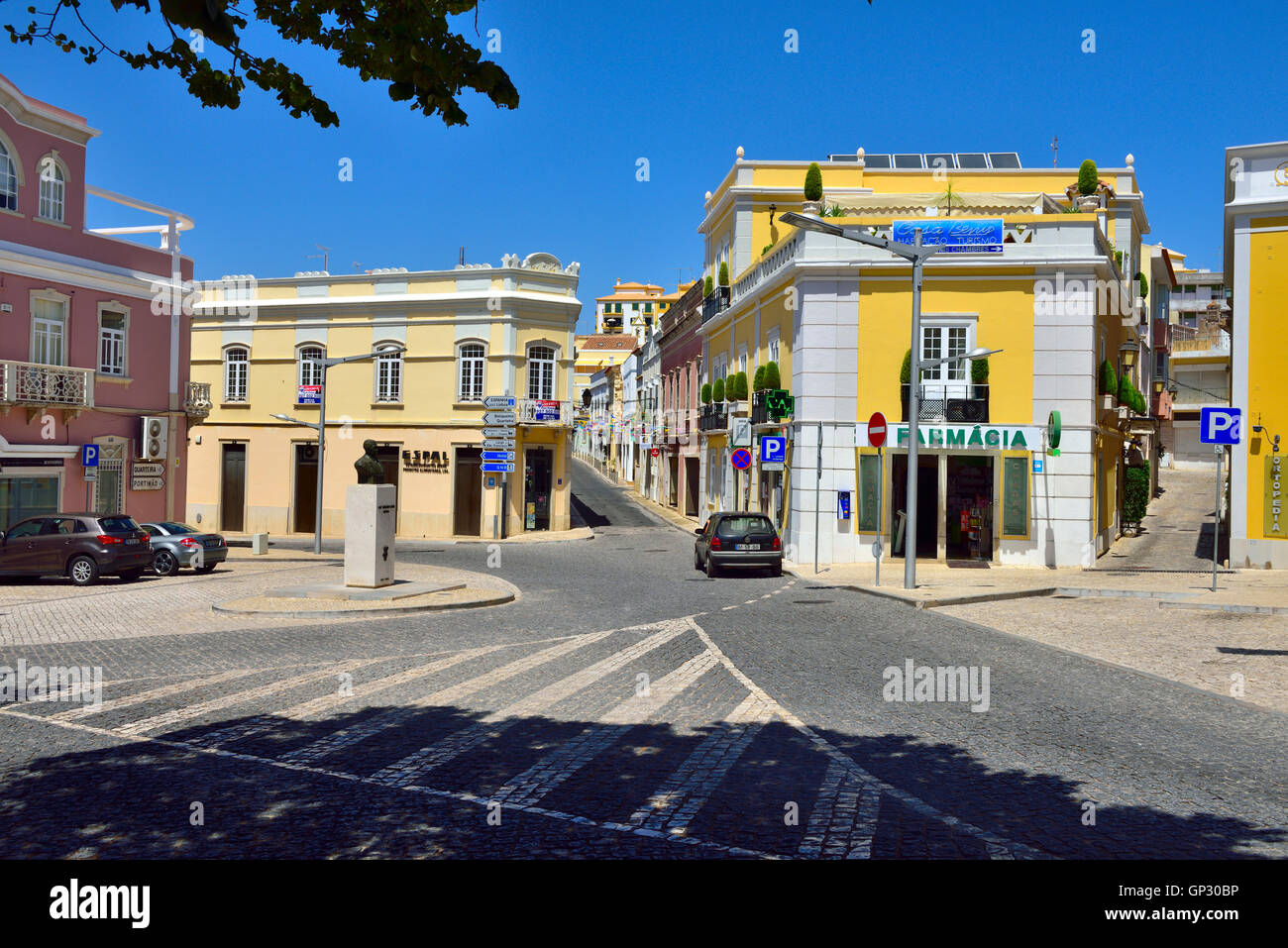 Inland town of Loulé with narrow streets, one on right leading up to castle, Algarve, south Portugal. By Jardim - Stock Image
