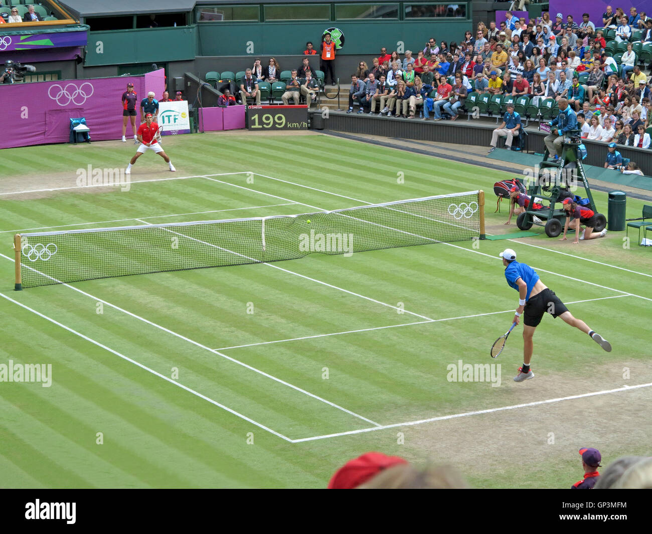 Wimbledone, UK. August 2nd, 2012. Roger Federer and John Isner during their singles matches at the summer Olympics - Stock Image
