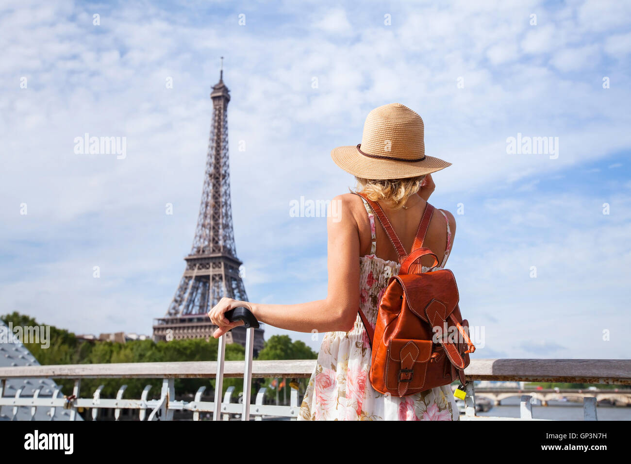 Paris Tourist Traveling: Tourist Backpacker In Paris, Travel In Europe, France