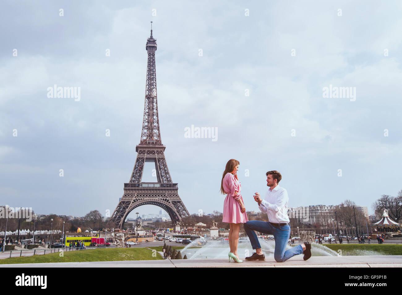 romantic proposal in Paris, engagement - Stock Image