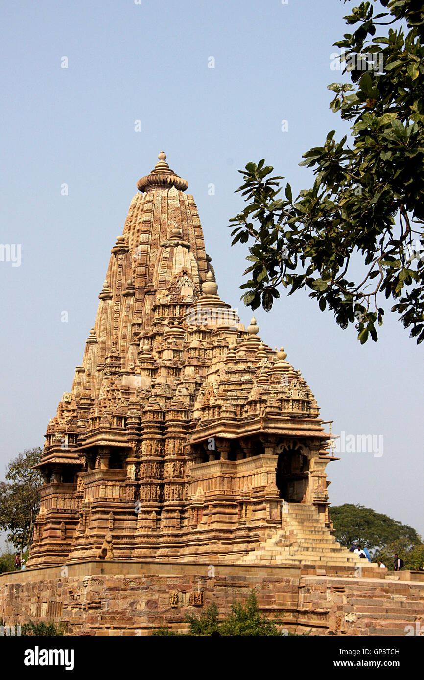 [Jeux]  C'est QUOI ? C'est OU ? (Série ETE 2019)  - Page 31 Magnificent-kandariya-mahadev-temple-under-western-group-of-temples-GP3TCH