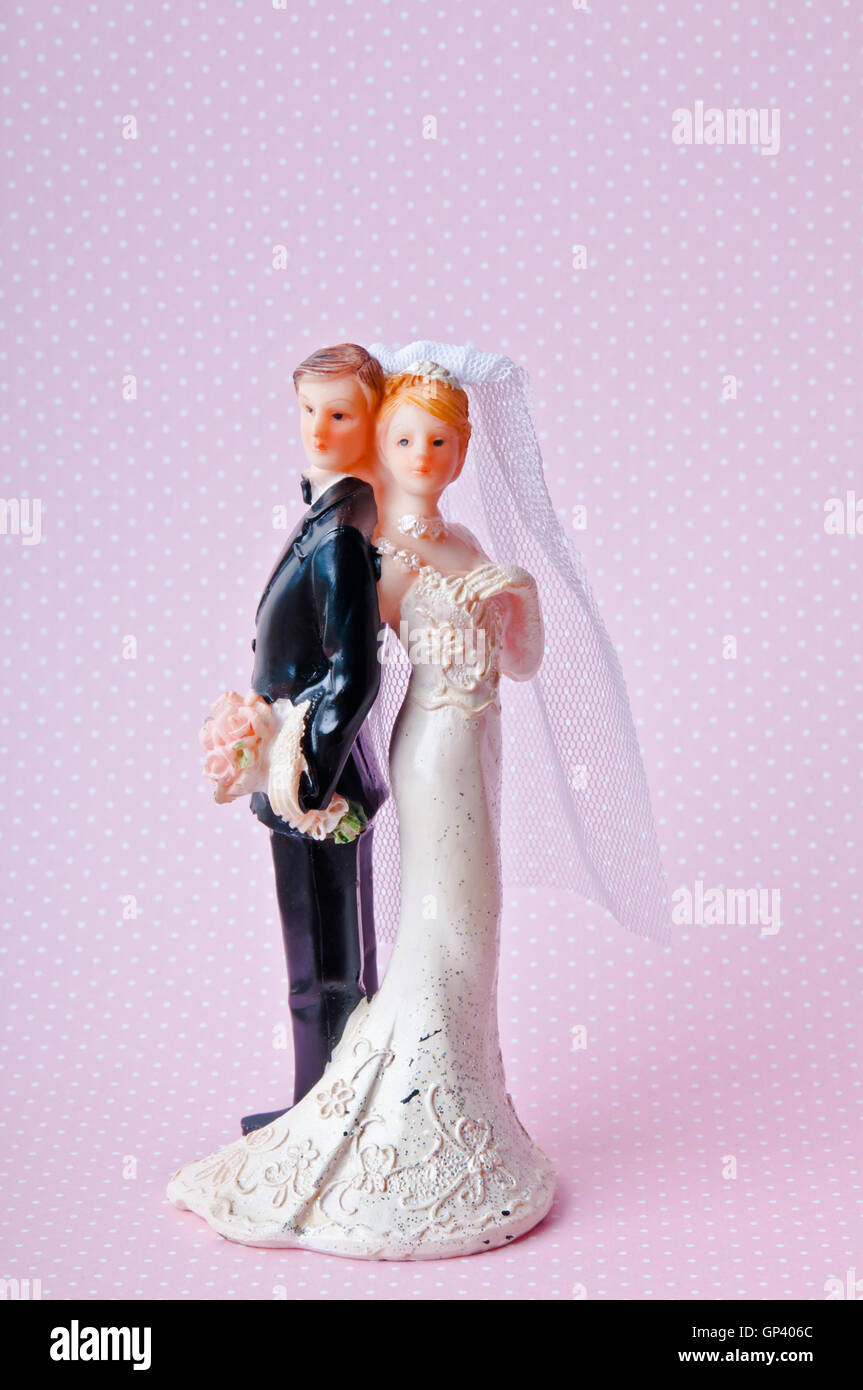 heterosexual bride and groom cake topper - Stock Image