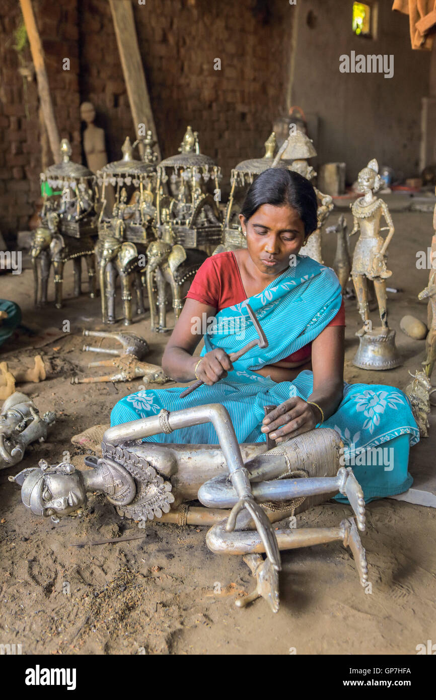 Woman crafting handicrafts out of wrought iron, bastar, chhattisgarh, india, asia - Stock Image