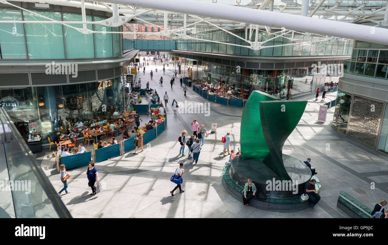 Cardinal Place Victoria London SW1 cafes and shopping arcade - Stock Image