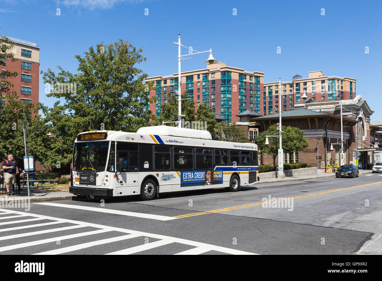 westchester bee-line system route 32 yonkers loop bus waits for