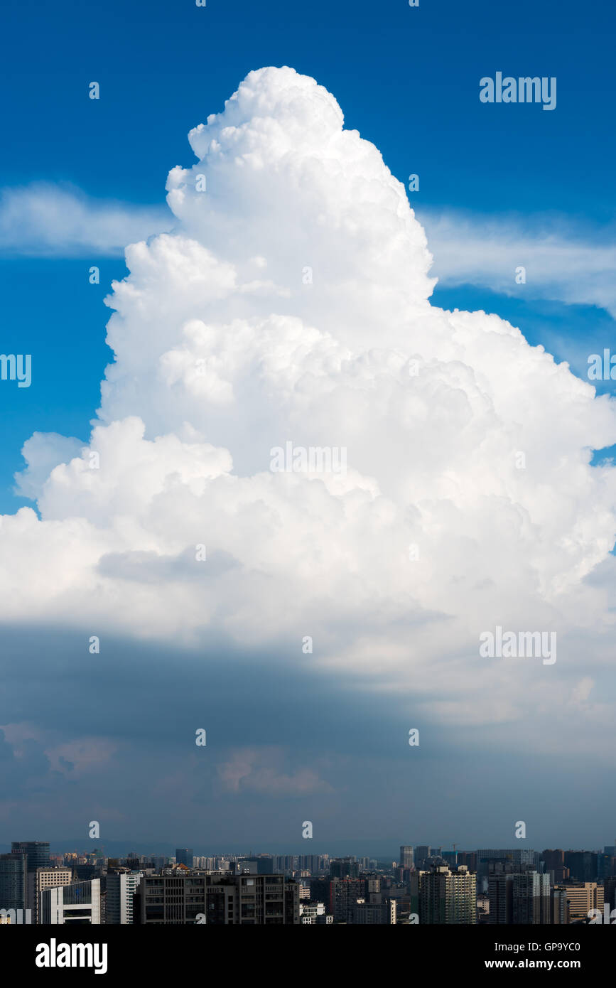 Vertical view of a cumulonimbus cloud above the city of Chengdu, Sichuan Province, China - Stock Image