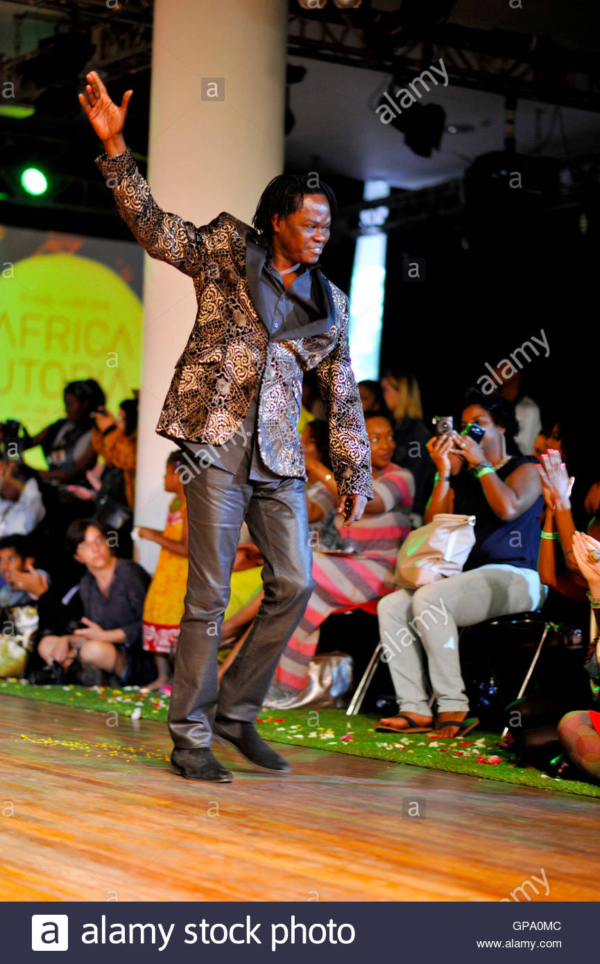 Singer and Senegalese ambassador Baaba Maal addresses the crowd at Africa Utopia, held in the Clore ballroom, Southbank - Stock Image