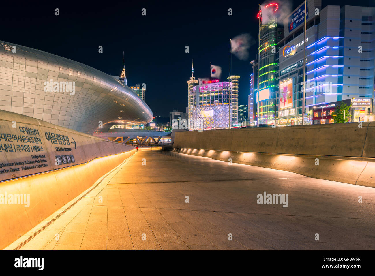 Dongdaemun Design Plaza,in seoul korea. - Stock Image