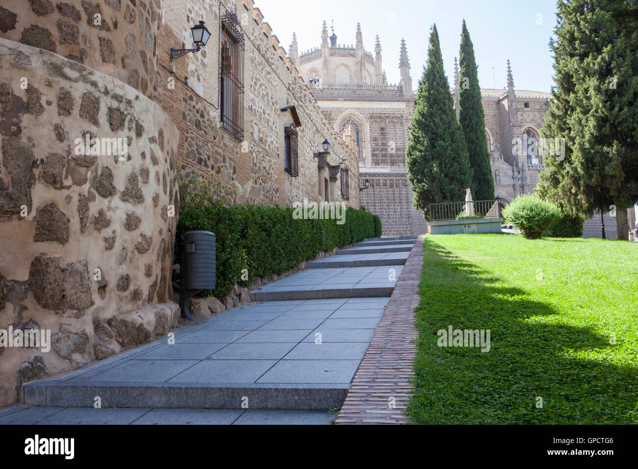 Park with Monastery of San Juan de Los Reyes at bottom, Toledo, Spain - Stock Image