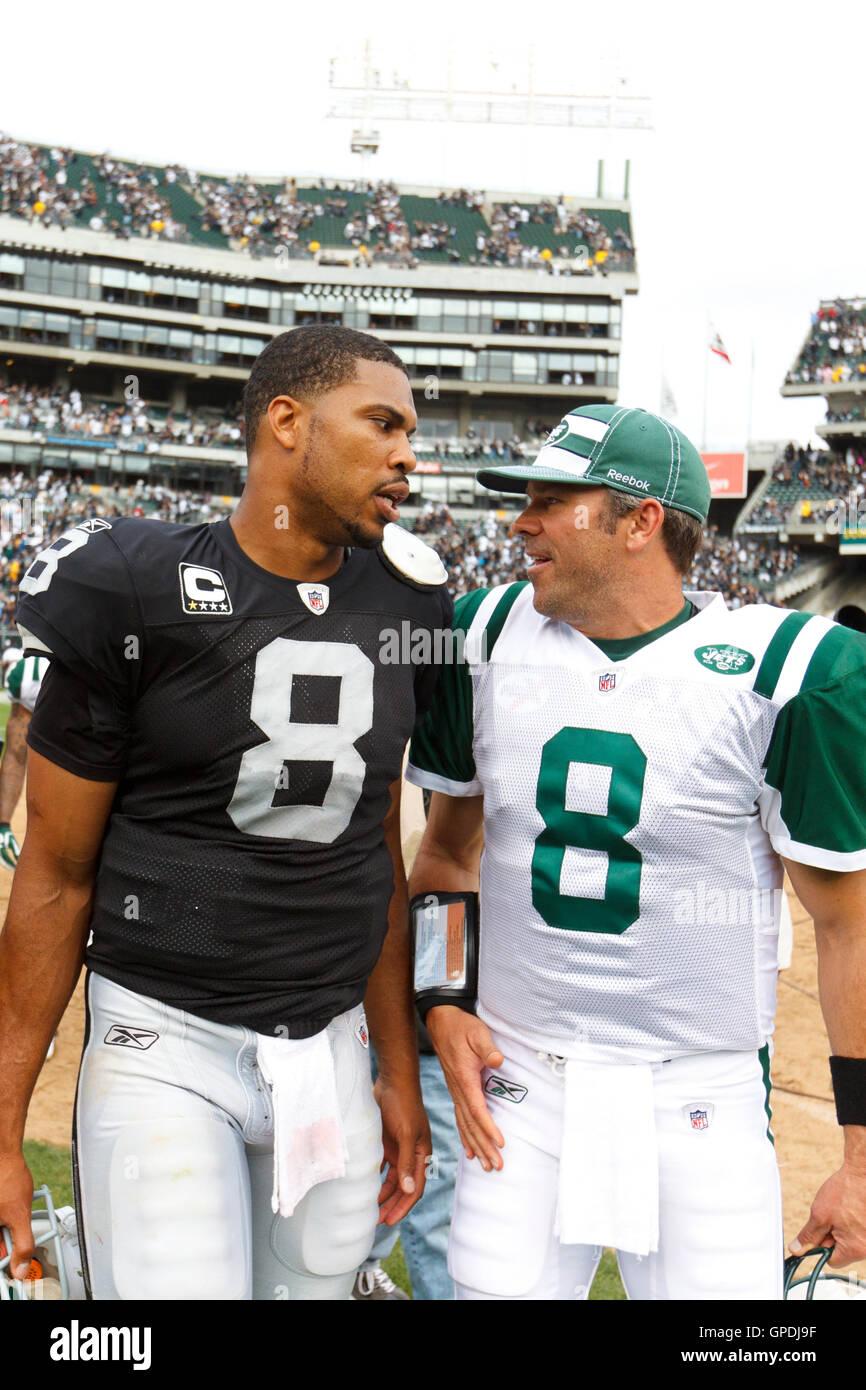 Sep 25, 2011; Oakland, CA, USA;  Oakland Raiders quarterback Jason Campbell (left) and New York Jets quarterback - Stock Image