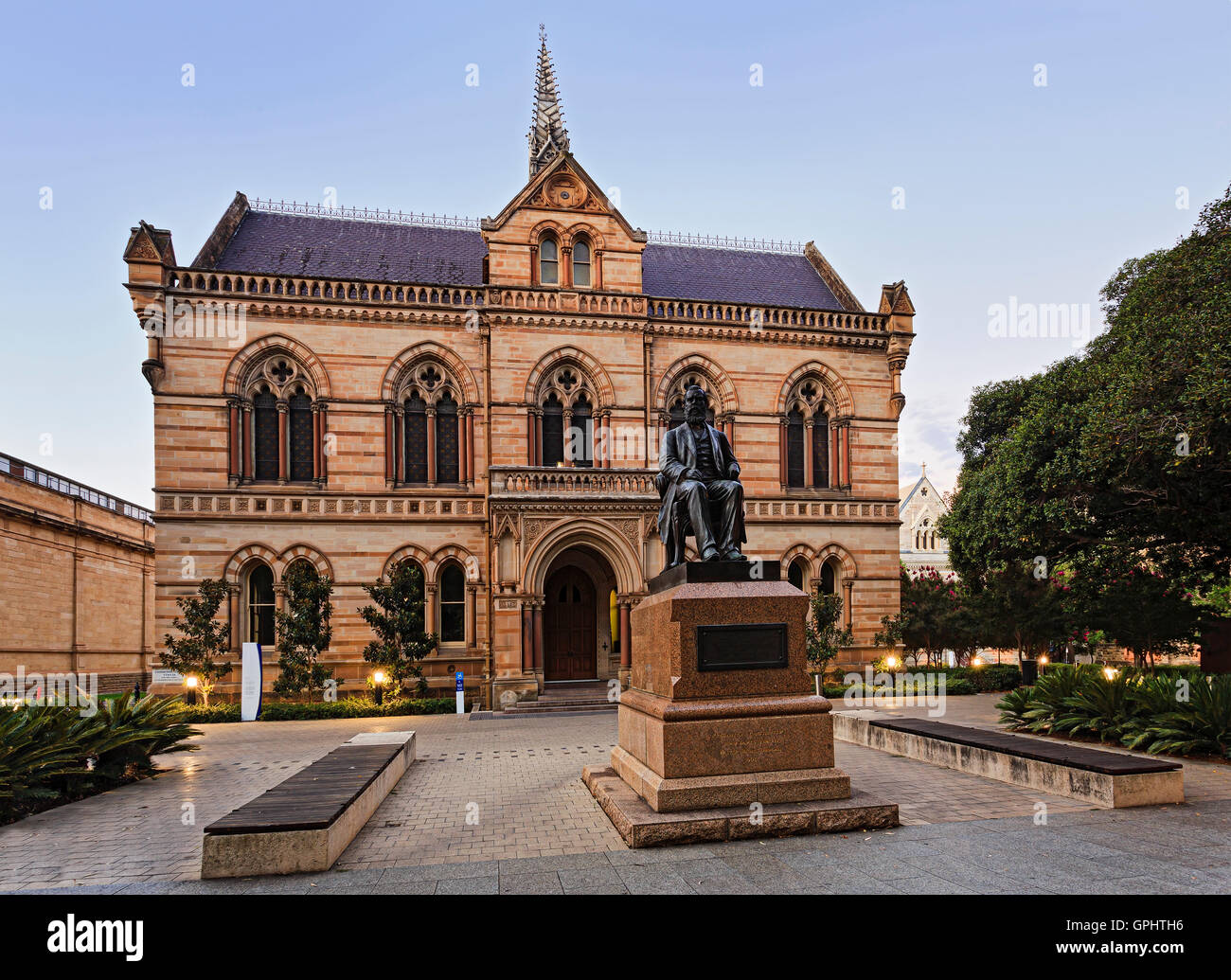 Facade of Adelaide public servcies building- museum of Archeology with the status of Walter Hughes at the entrance. - Stock Image
