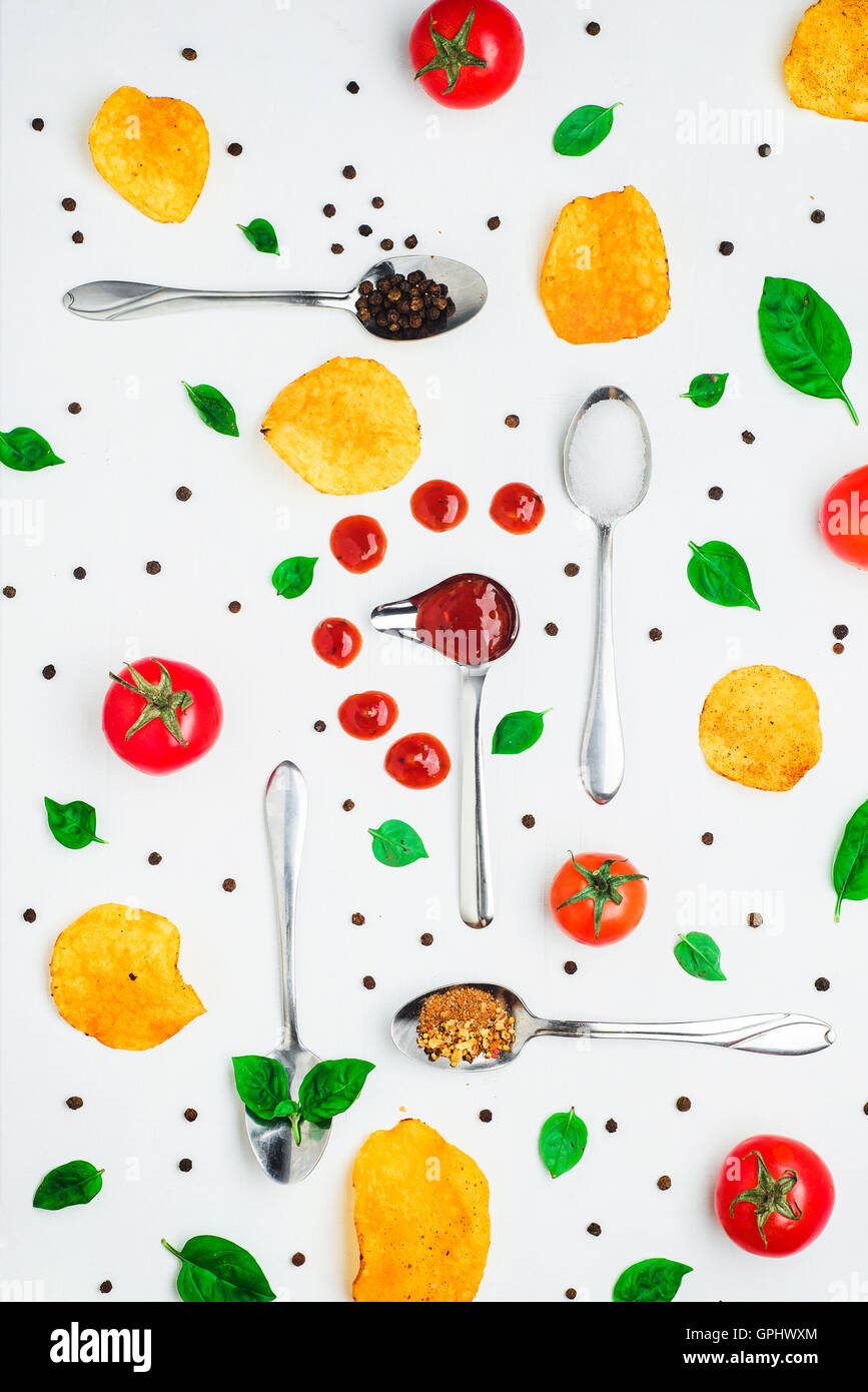 Chips Pattern: basil and tomato sauce - Stock Image