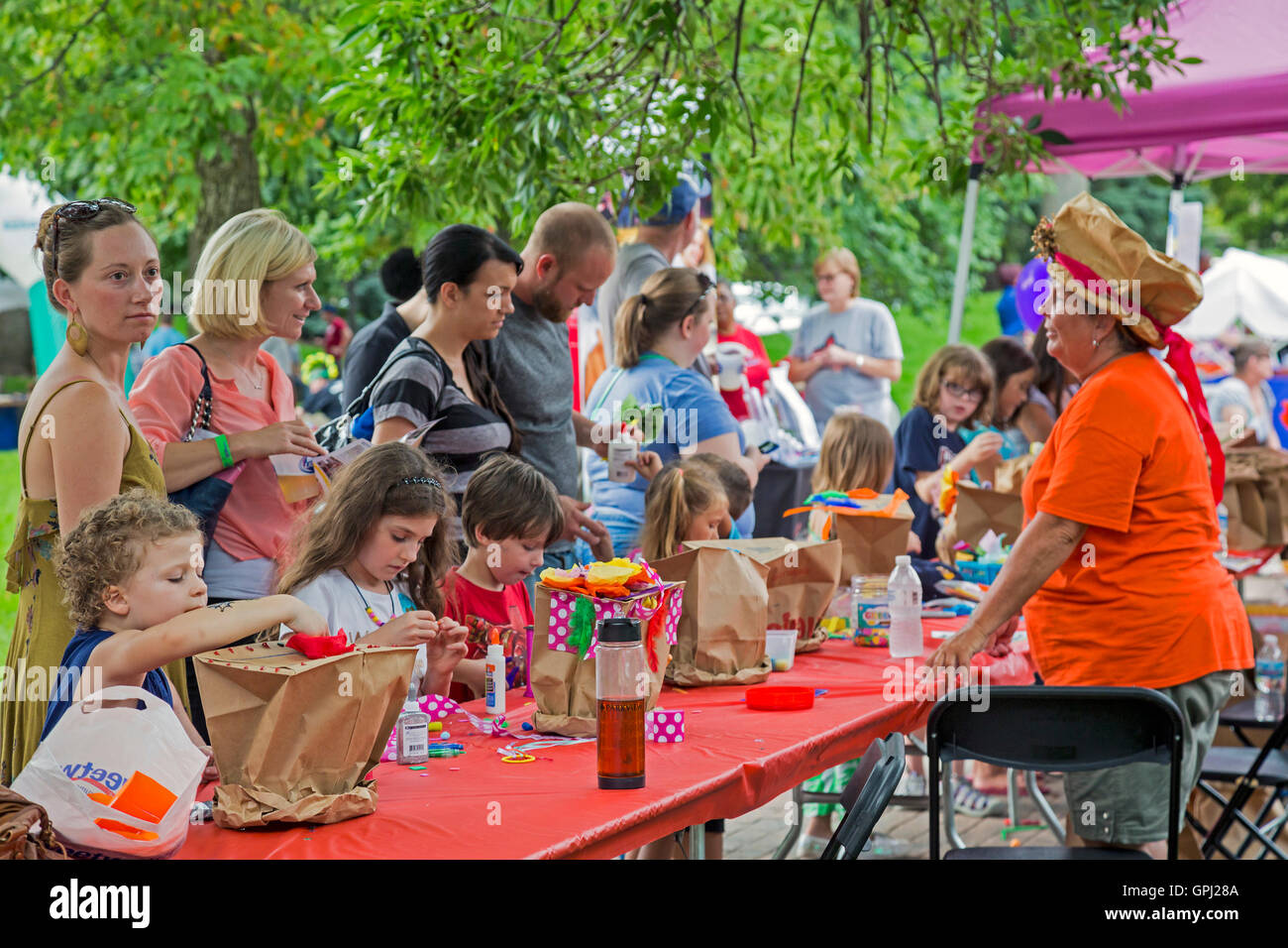 Fort Wayne, Indiana - Children make decorated paper hats at the Taste of the Arts Festival. - Stock Image
