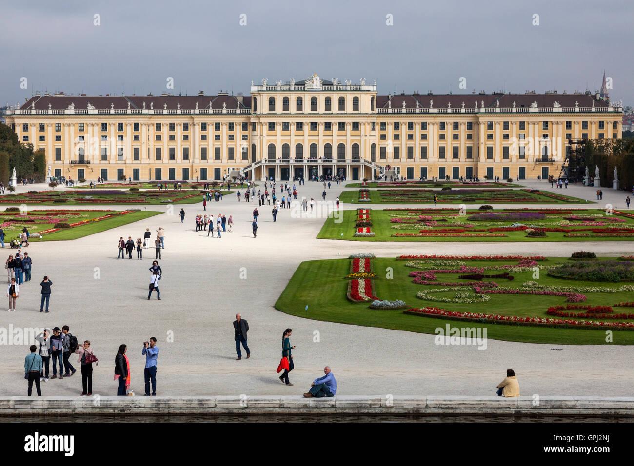 Tourists in the garden of Schönbrunn Palace in Vienna, Austria Stock Photo