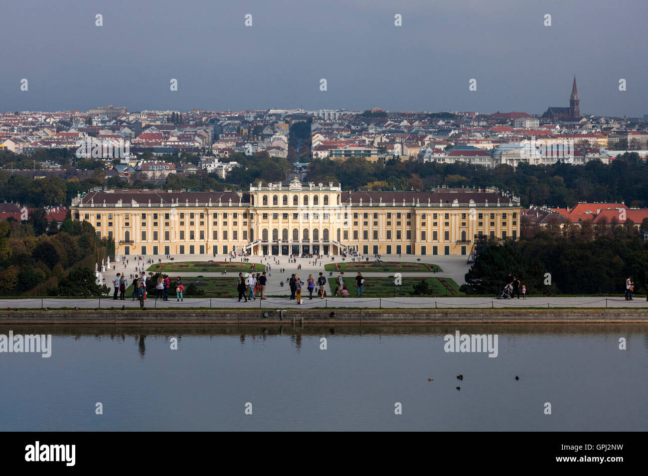 Pond with a view to Schönbrunn Palace in Vienna, Austria - Stock Image