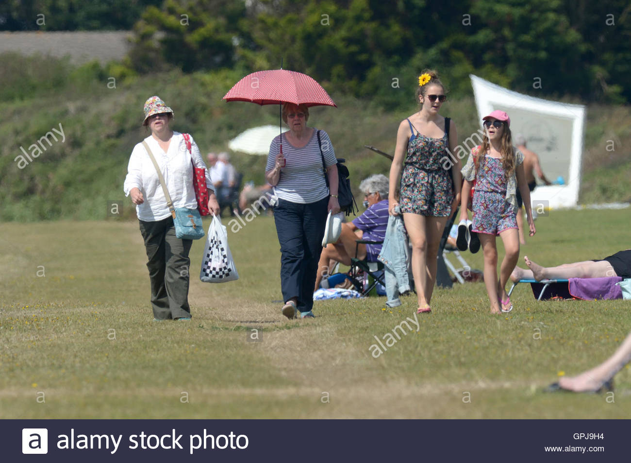 Pictured today 24/8/16 on Hill Head beach in Hampshire, near Fareham are people enjoying the hot weather. The beach - Stock Image