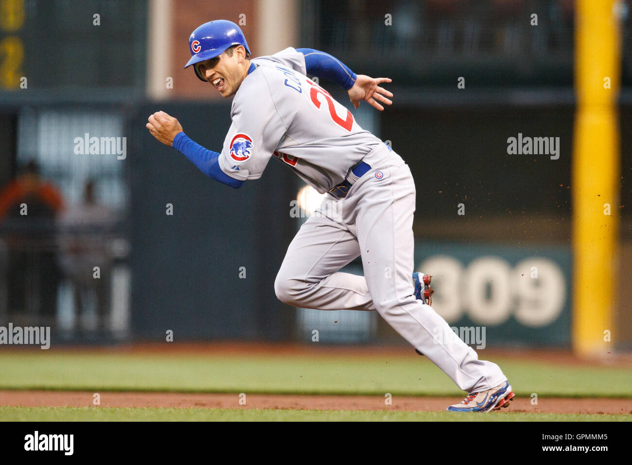 August 11, 2010; San Francisco, CA, USA;  Chicago Cubs right fielder Tyler Colvin (21) attempts to steal second - Stock Image