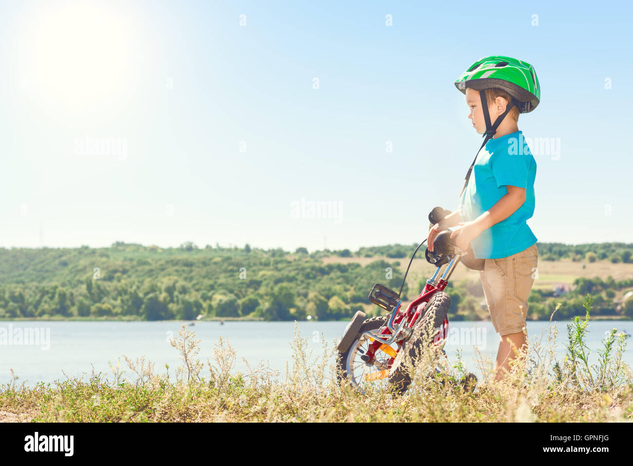 Child riding a bicycle - Stock Image