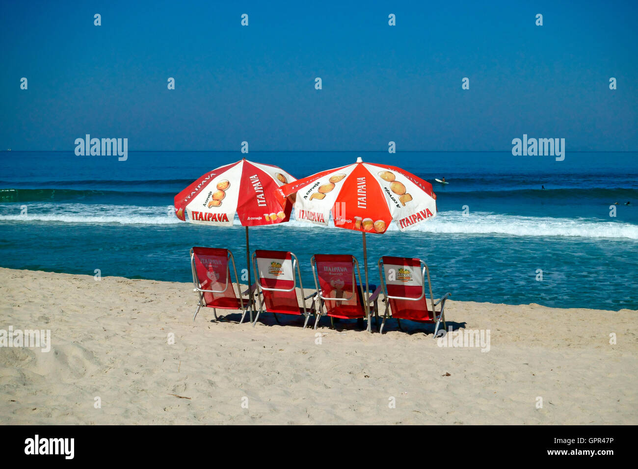 Chairs and sunshades on the beautiful beach at Maresias in Brazil - Stock Image