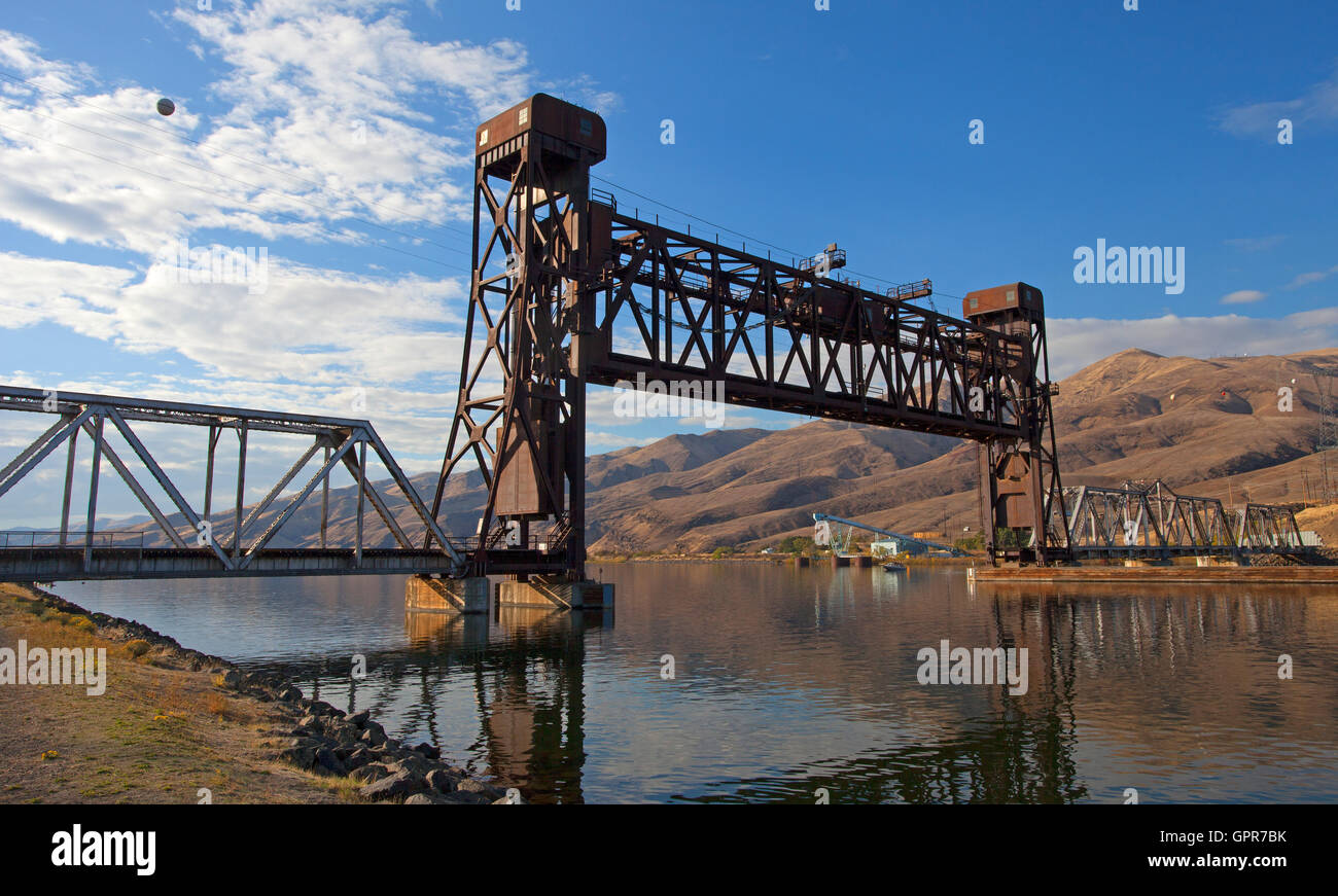 Railroad bridge that can be raised over a river in Lewiston Idaho - Stock Image