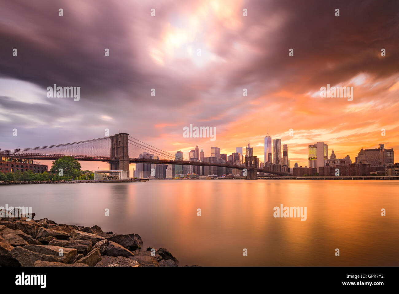 New York City skyline at dusk. - Stock Image