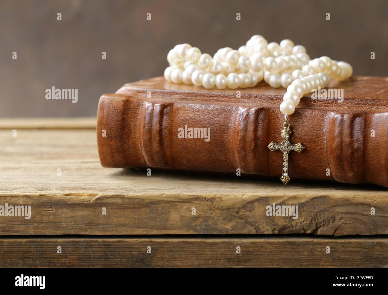 Camille crimson pearl necklace