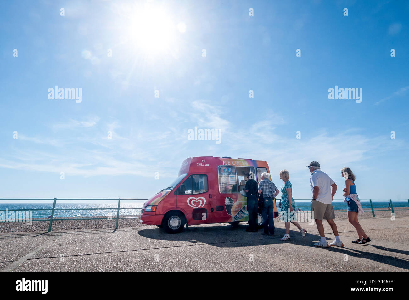 Customers queue for an ice-cream on the seafront at Brighton - Stock Image
