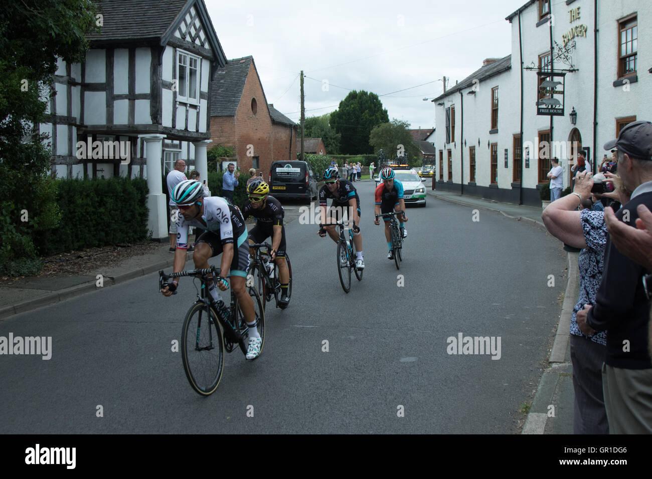 Cheshire, UK. 6th September, 2016. Breakaway group containing eventual winner Ian Stannard, passing through Church - Stock Image
