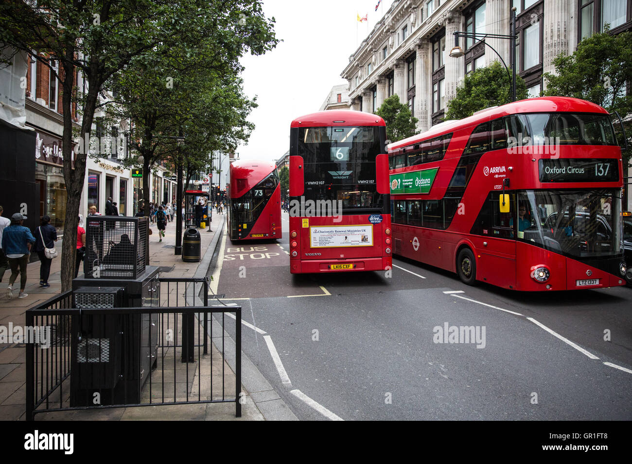 London, UK. 6th September, 2016. Double-decker buses pass an air quality monitor in Oxford Street. The London Assembly - Stock Image