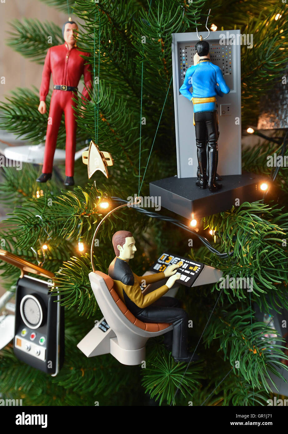 Smal Star Trek action figures used as christmas decoration can be ...