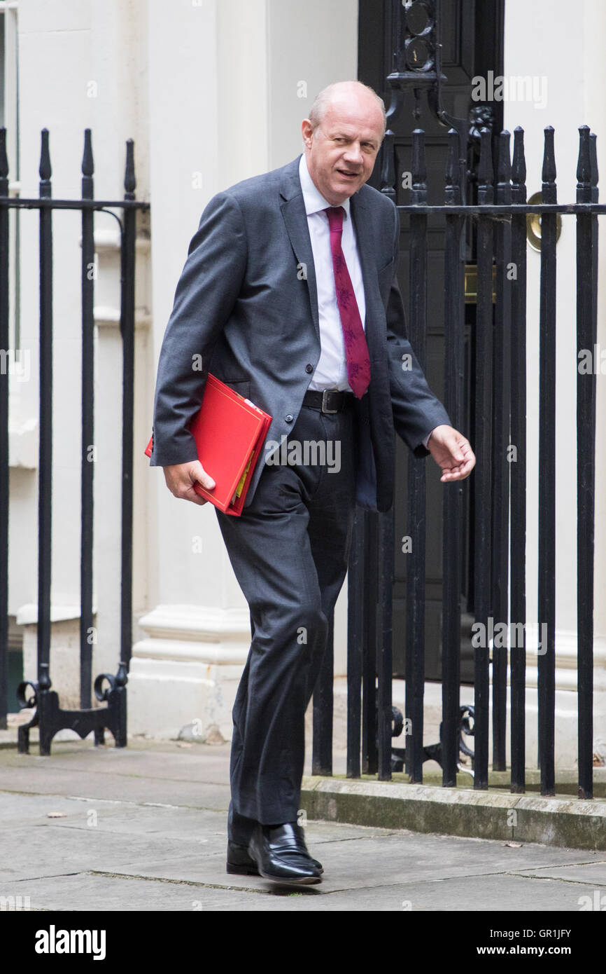 London, UK. 6th September, 2016. Work and Pensions Secretary Damian Green arrives at Downing street for the weekly - Stock Image