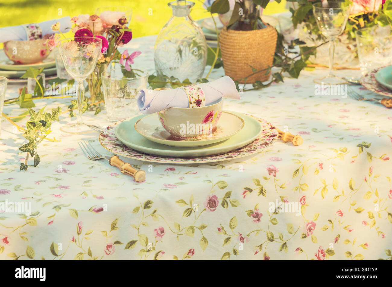 Image of a romantic table setting for a wedding or garden party. & Image of a romantic table setting for a wedding or garden party ...