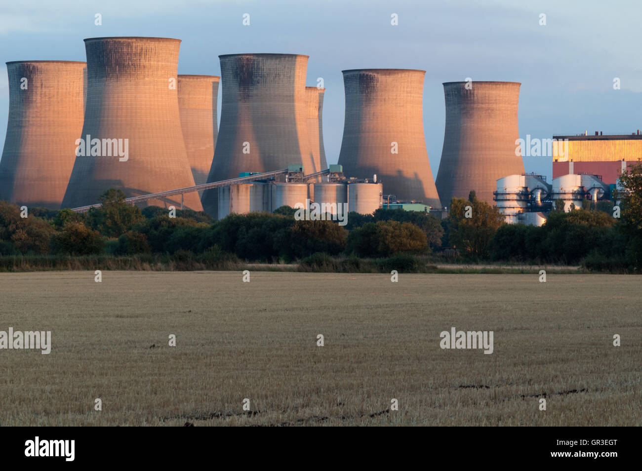 Cottam power station nottinghamshire edf energy coal fired gas station cooling towers - Stock Image